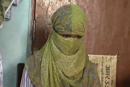 minor-girl-threatens-to-commit-suicide-if-police-action-not-taken-against-eve-teaser-in-meerut