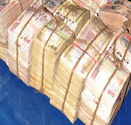 3 crore were seized from the car of the BJP leader , was going from Delhi to Lucknow amount -