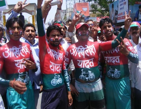 akhilesh supporter protest at spa office