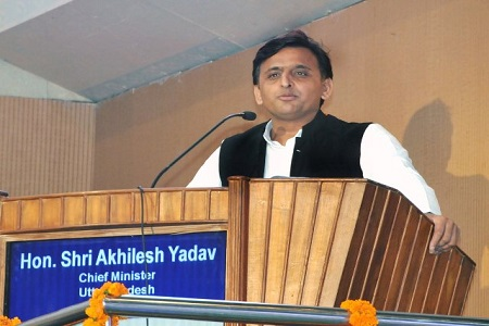dedicate-yourself-to-development-of-state-akhilesh-yadav-to-pcs-officials-in-lucknow