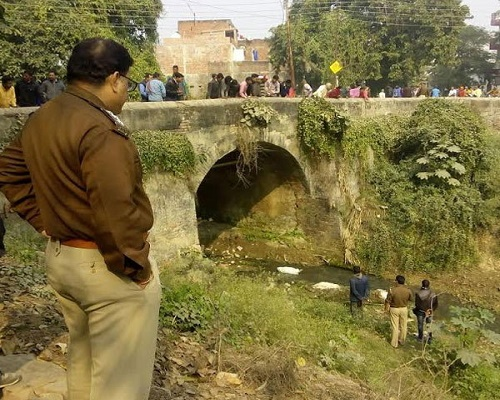 unclaimed-dead-bodies-thrown-in-river-in-ghazipur