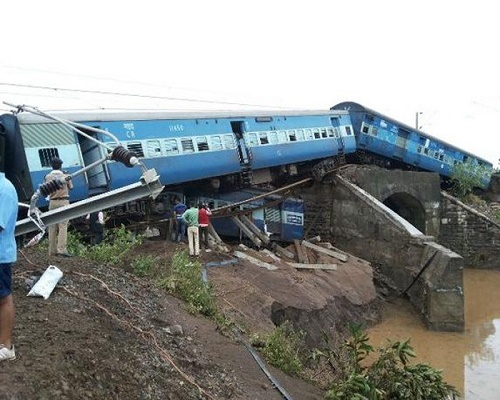 national-ajmer-siyaldah-train-derailed-in-kanpur-30-injured