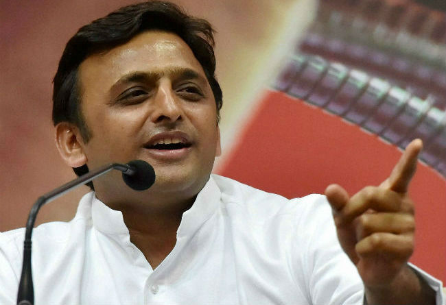 up-election-cm-akhilesh-yadav-meets-with-his-supporters-in-lucknow
