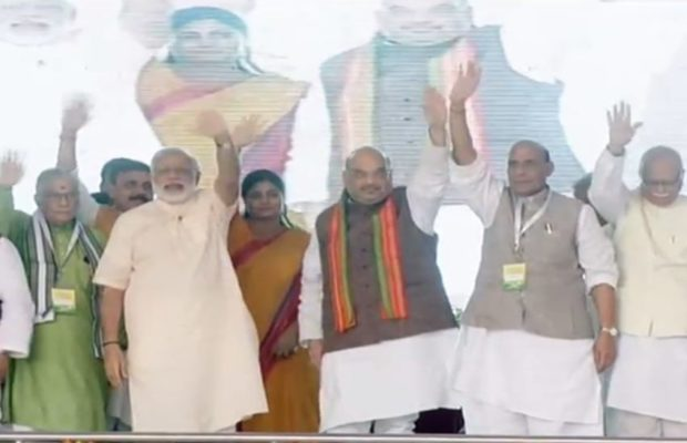 up-lacknow-pm-modi-privartan-rally-bjp-dais-amit-shah