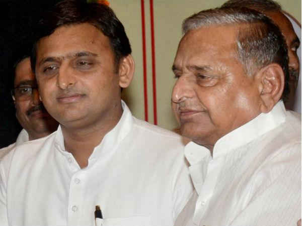 ec-asks-akhilesh-yadav-mulayam-singh-yadav-to-reply-by-9-jan