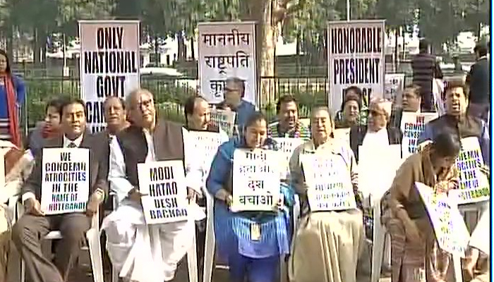 tmc-mps-on-sit-in-in-delhi-over-demonetisatio