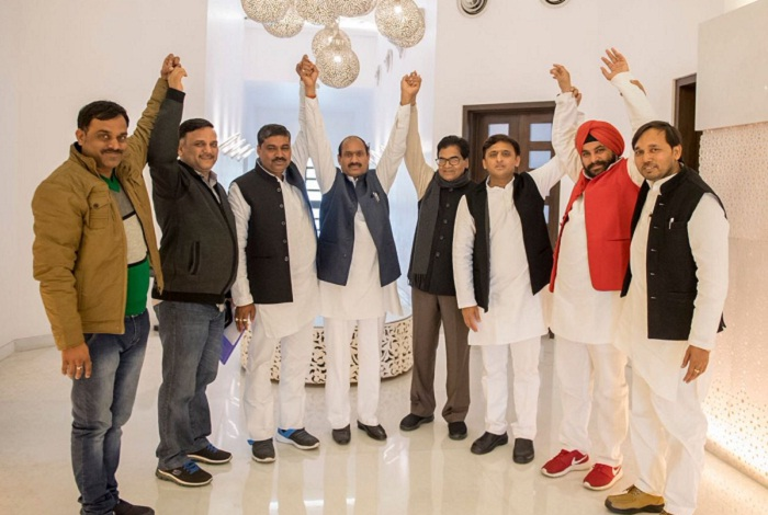 /former-bjp-mla-shiv-singh-from-tundla-joined-samajwadi-party-today