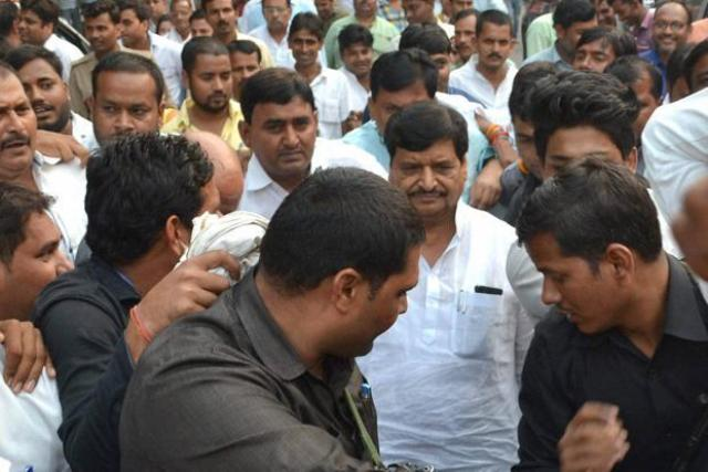 shivpal-reached-mulayam-singh-residence-for-discussion