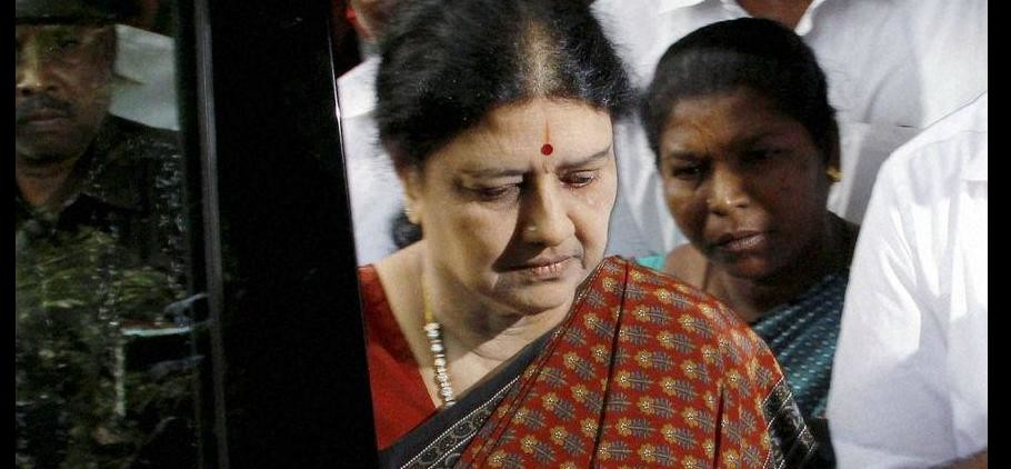 india-news/jayalalithaa-s-trusted-aides-removed-from-tn-cm-panneerselvam-s-office