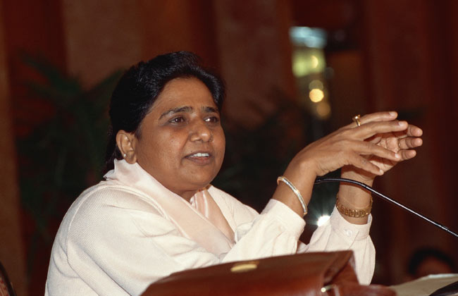 assembly-polls-2017/bsp-leader-mayawati-cast-her-vote-in-lucknow-says-bsp-will-300-seats