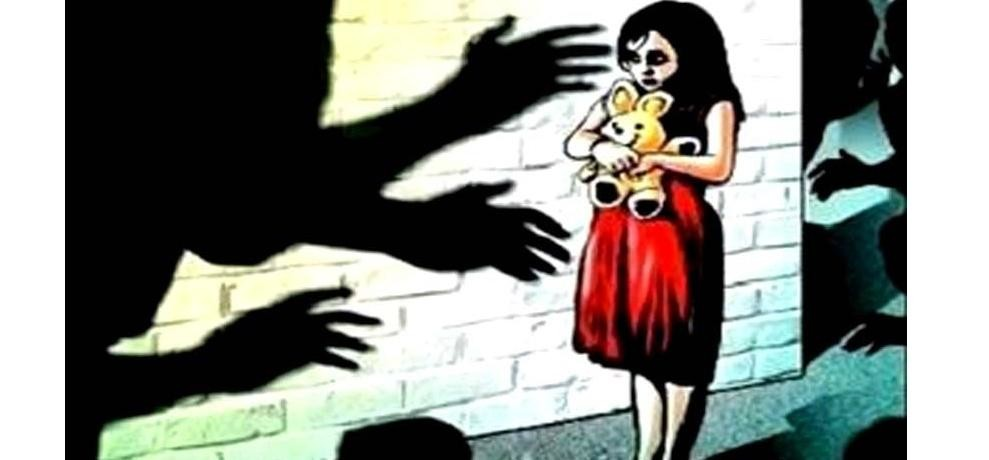 gayatri-prajapati-molestation-victim-minor-girl-is-in-hospital-and-scared-of