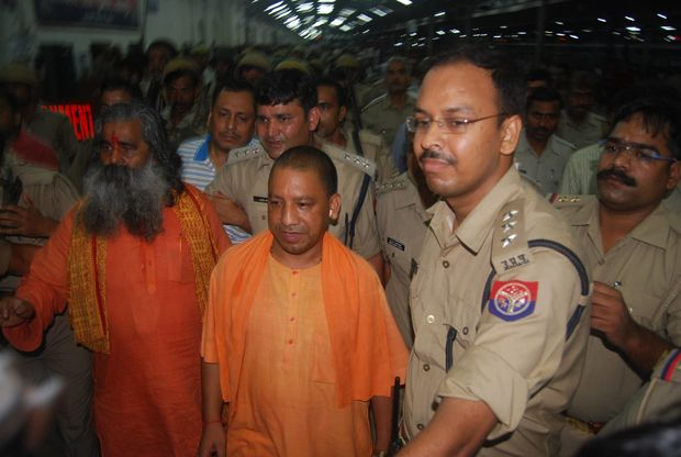 First time CM Yogi Adityanath will reach Gorakhpur in his area after becoming Chief Minister of UP