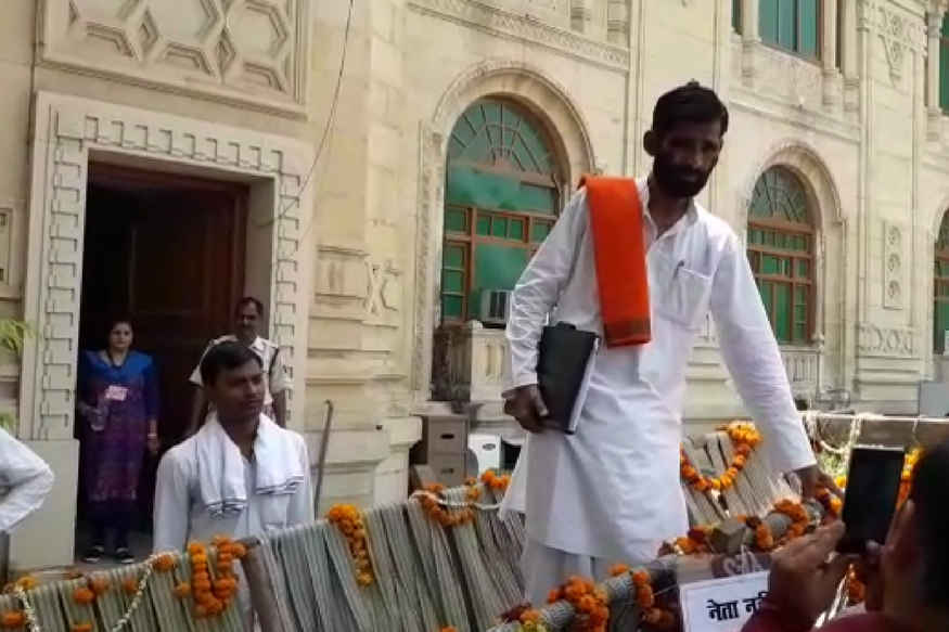 bjp-mla-reached-up-assembly-with-bullock-cart