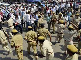 up-police-lathi-charge-on-candidates-protest-in-vidhan-sabha