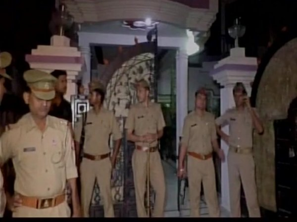 businessman-family-shot-dead-in-sitapur-triple-murder-on-cctv