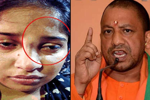 lucknow-police-hit-a-lady-with-stick-two-constable-suspended-on-the-instructions-of-cm-yogi